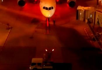 羽田空港夜間マーシャラー02.jpg